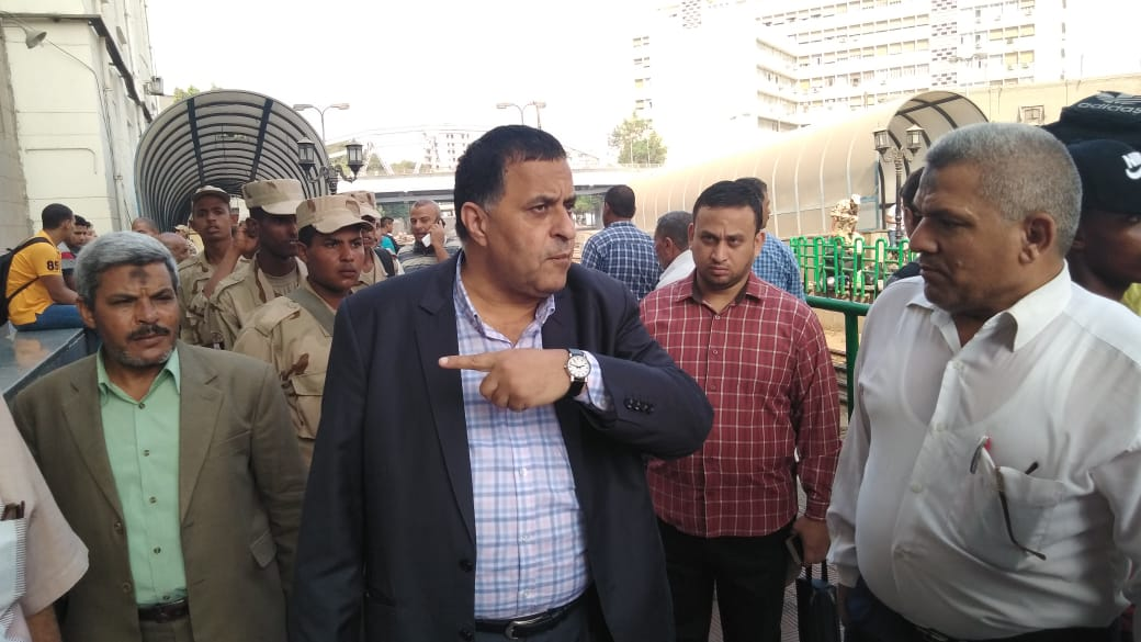 رسلان يتفقد محطة مصر للاطمئنان على حركة القطارات وصرف التذاكر.. ياترى وفرتوا تذاكر