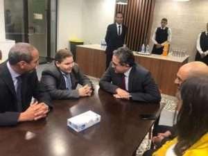 بالصور.. وزير الاثار يقابل الطفل علي الدين ويشجعه ليحقق حلمه