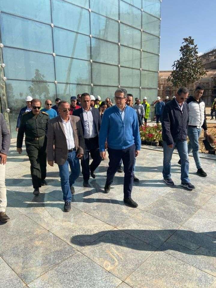 وزير الآثار يتفقد متحف الآثار بالعاصمة الإدارية