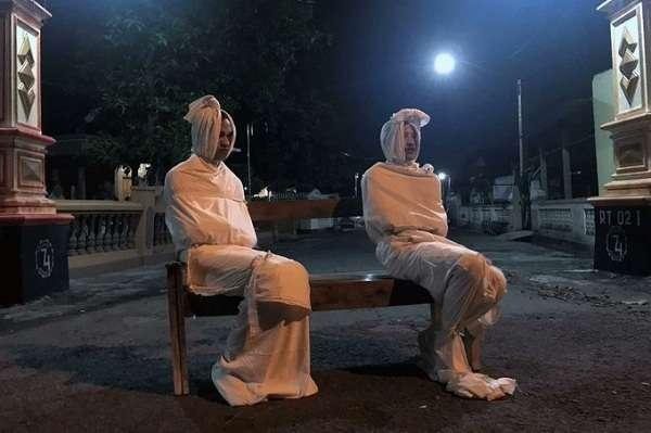 """اندونيسيا تطلق أشباح """" بوكونج """" لردع فيروس كورونا"""