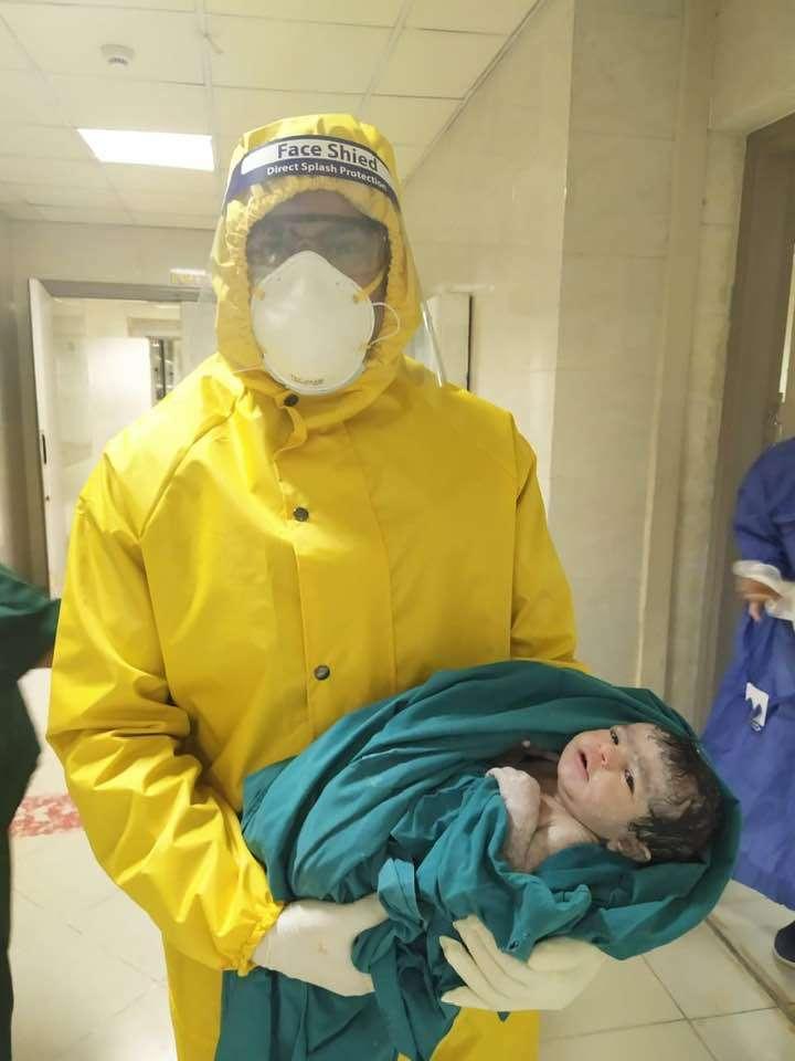 ولادة طفلين لمصابتين بكورونا داخل مستشفى العزل الصحي.. صور