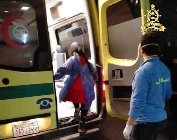 بكاء الفريق الطبي بعد إصابة طفلة 9 سنوات بكورونا في كفر الشيخ