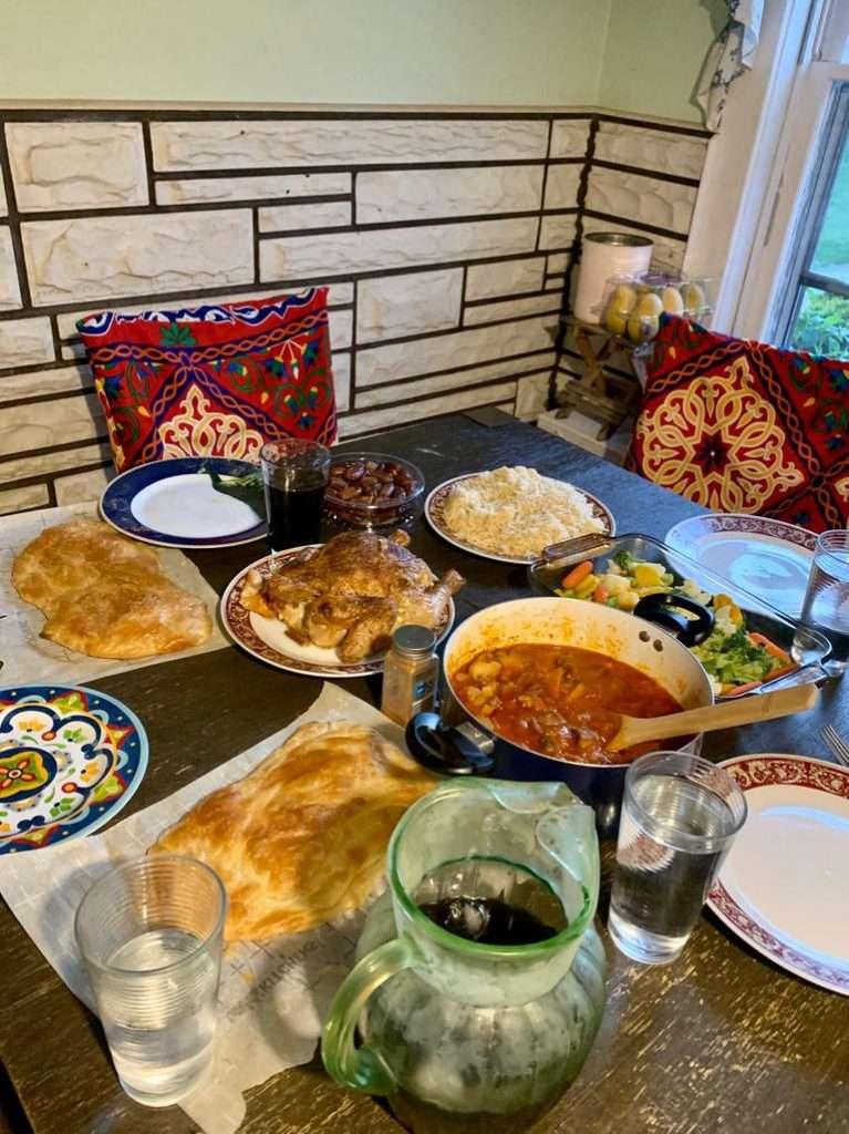 لو اتجوزت أمريكية دي هتبقى قائمة إفطارك فى رمضان : كوارع وفتة وفطير وكنافة