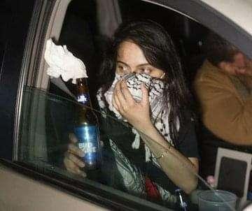 القبض علي محامية أمريكية باكستانية لتوزيعها قنابل المولوتوف علي المتظاهرين