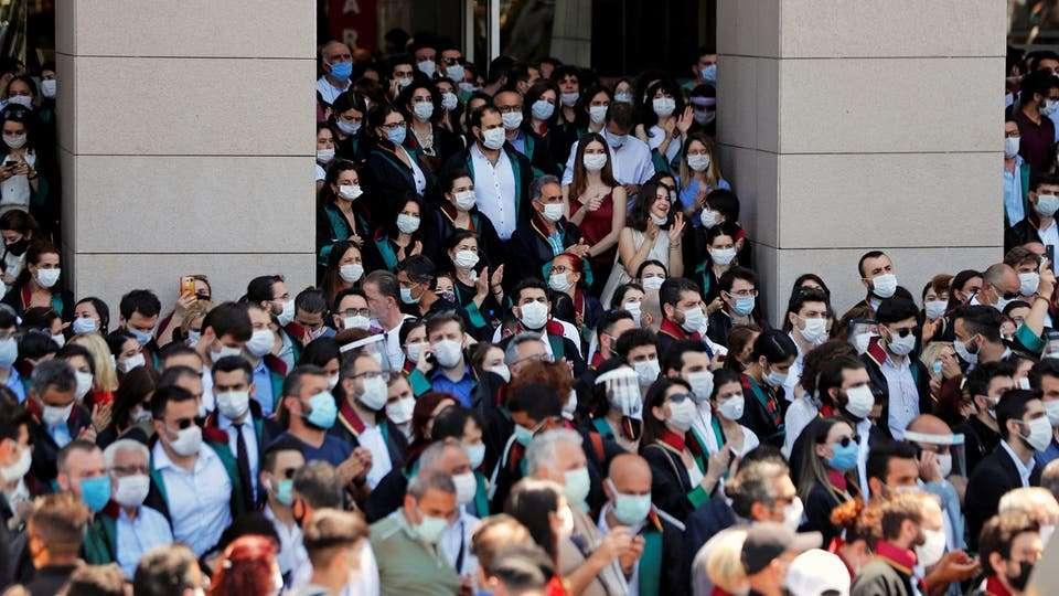 تظاهر المحاميين الأتراك للطعن على قانون سيطرة أوردغان