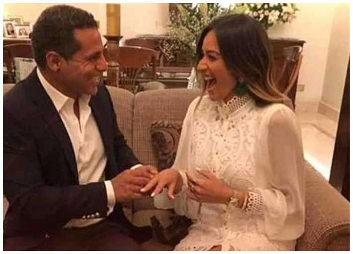 بعد حفلة الخطوبة البسيطة - أمينة خليل وخطيبها في الساحل .. بالصور