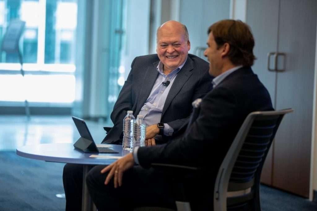 """فورد تعلن تولي """"فارلي"""" منصب الرئيس والمدير التنفيذي خلفا لـ """" هاكيت """""""