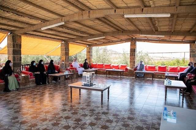 حاكم رأس الخيمة يؤكد أهمية التعليم والبحث العملي في تحقيق التنمية