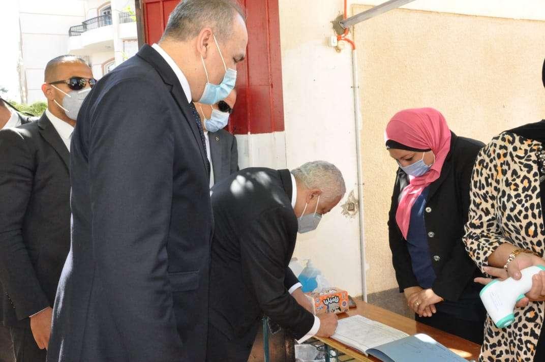 بالصور.. وزير التعليم يتفقد سير العملية التعليمية بمدارس القاهرة