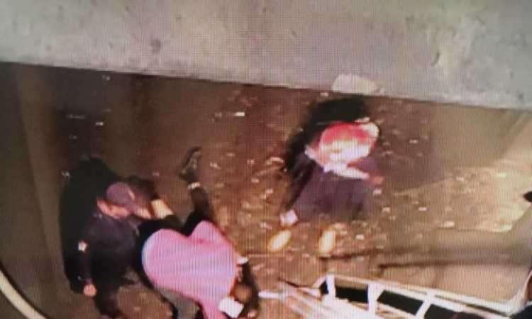 شاهد لحظة سقوط اللواء الشهيد ياسر عسر داخل هواية المترو