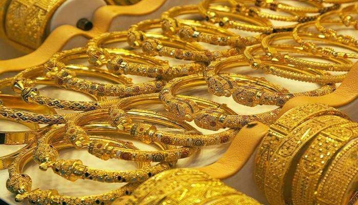 الذهب لابس برنيطة والعرسان مزقططين
