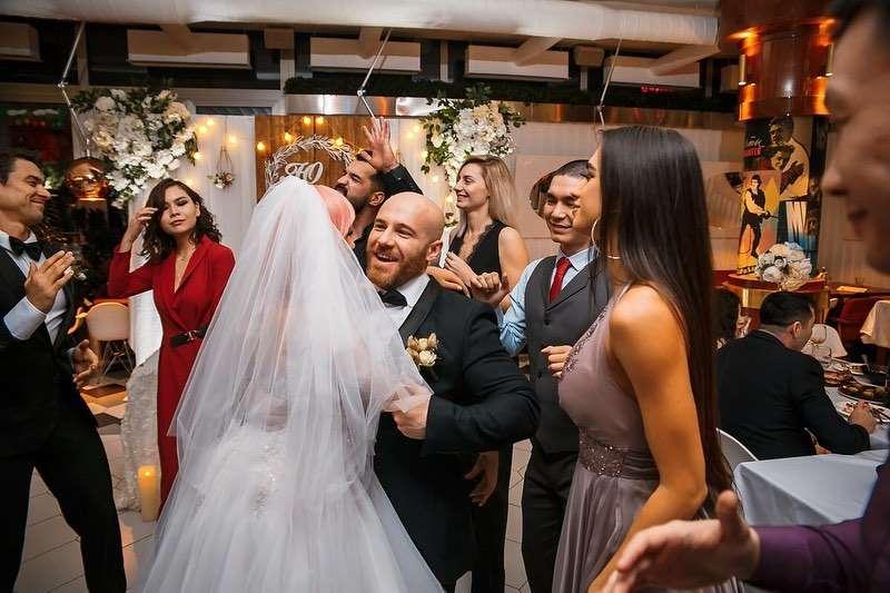 اتفرج - لاعب مشهور يعلن زواجه من دومية جنسية