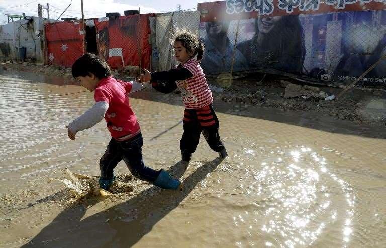 بالصور.. مخيم في لبنان يأوي اللاجئات الأرامل فقط