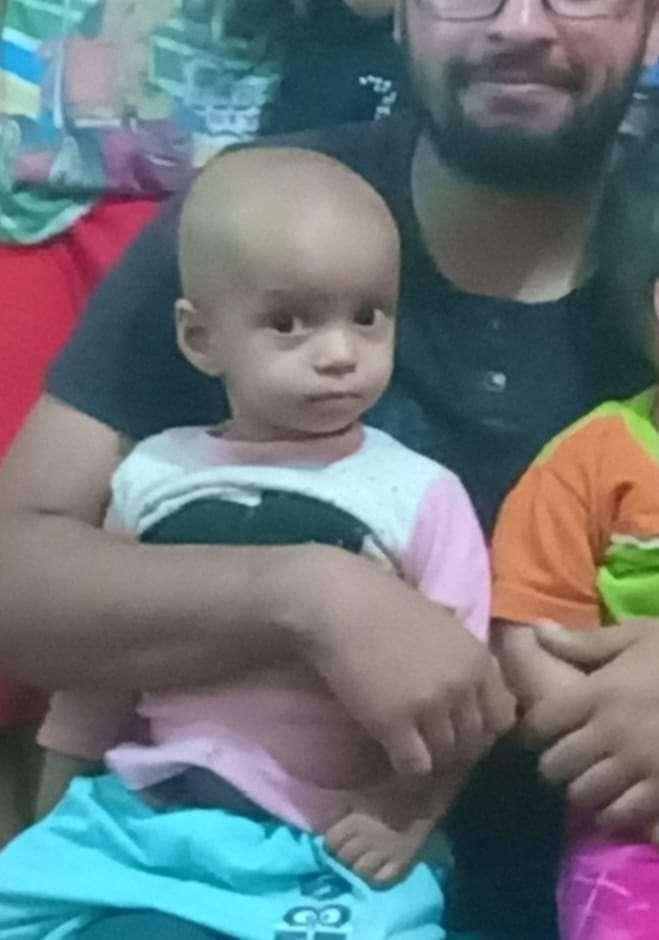 الطفلة مكة بحاجه الي التبرع بالدم ..تعاني من ورم علي الكلي