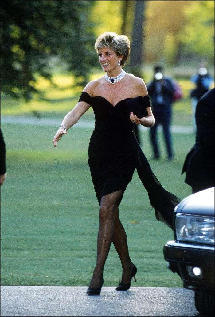 بالصور.. ملابس الأميرة ديانا تعبر عن آرائها ..رسائل سرية للشعب