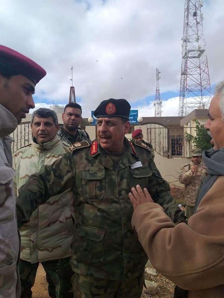 قوات الجيش الليبي في موقع الاشتباكات القبلية بطبرق