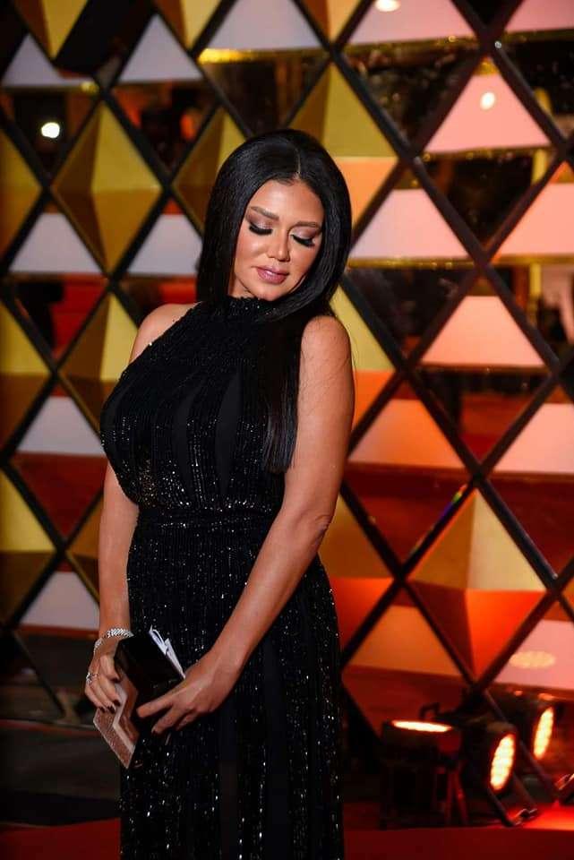 حلاوتك بالاسود - الموزة رانيا يوسف بتجرب الفستان الجديد : اتفرج