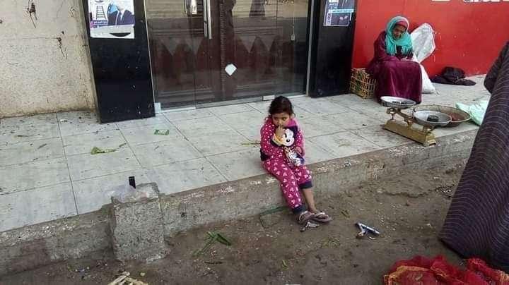 شاهد..العثور علي طفلة تائهة عند كوبري ديروط..ساعد في عودتها الي اهلها