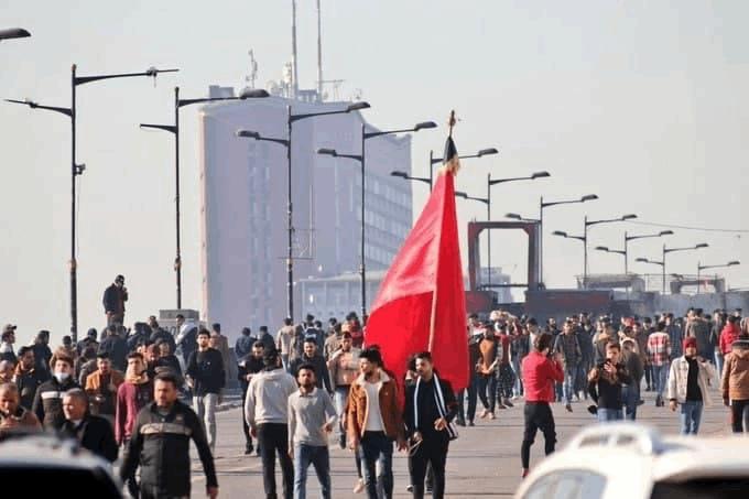 توافد الآلاف في ساحة التحرير