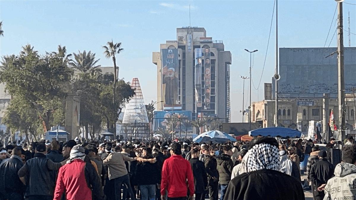 التوافد نحو ساحة التحرير