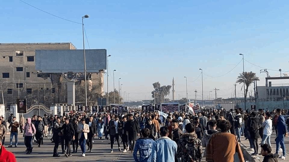 توافد الآلاف نحو ساحة التحرير