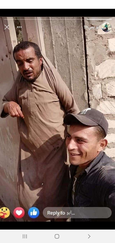 القبض علي نجار مسلح يتنمر علي شاب من ذوي الاحتياجات ويعلقه علي الباب