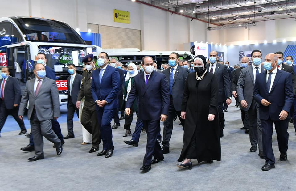 السيسي يفتتح معرض تحويل السيارات للغاز : برامج تمويل للمواطنين