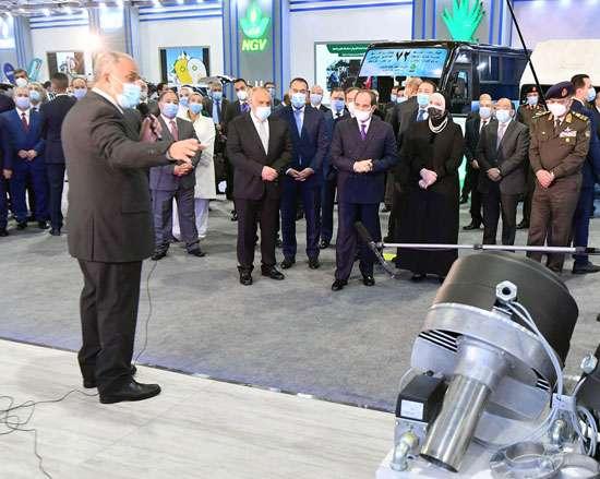 بالصور.. السيسي يفتتح معرض تكنولوجيا إحلال المركبات