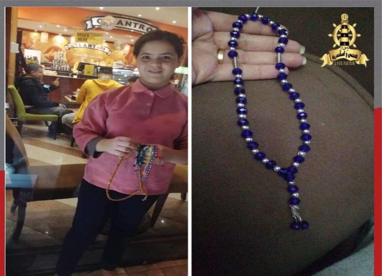 بالصور..طفلة في الصف الخامس الابتدائي تصنع السبح وتبيعها لتساعد اهلها