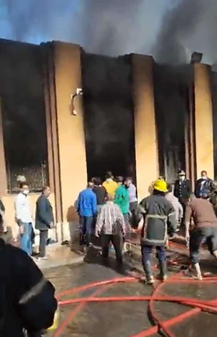 عاجل - حريق هائل مخزن أدوية بالعباسية