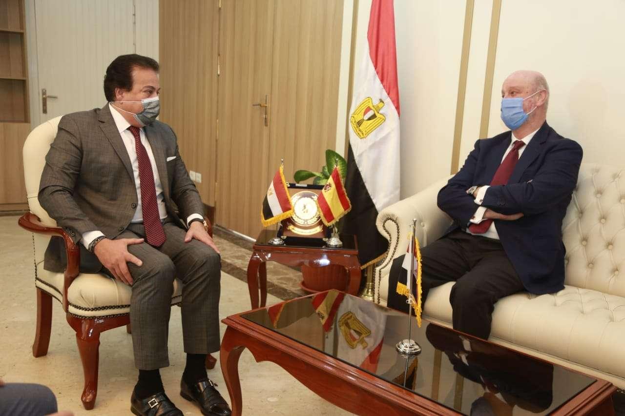 وزير التعليم العالي يستقبل السفير الإسباني بالقاهرة