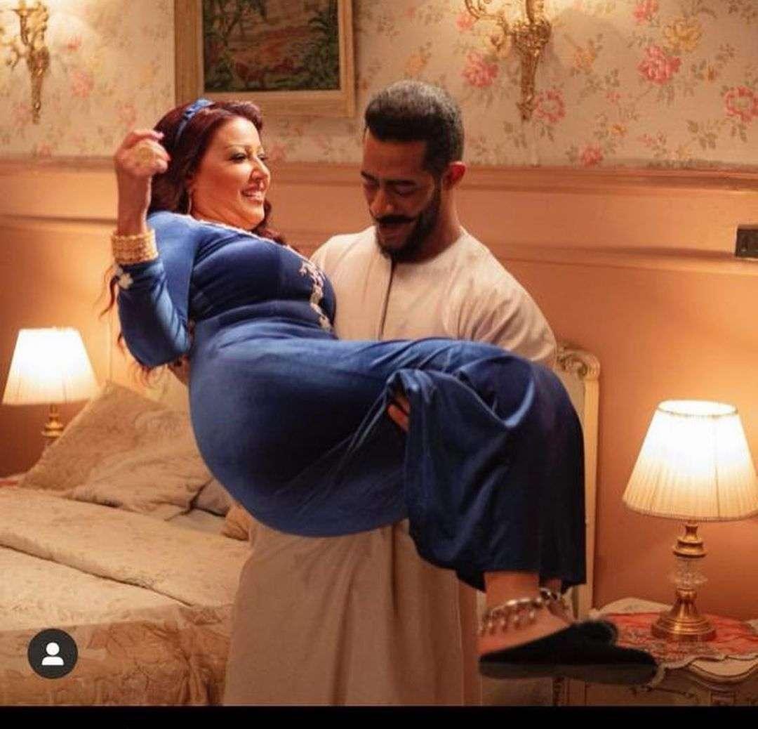 شايل الملبن لوحده.. سمية الخشاب في أحضان محمد رمضان - اتفرج