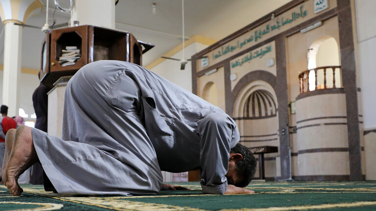 مسجد جديد ينهار علي المصلين : أسمنت فاسد ومقاول ضرار