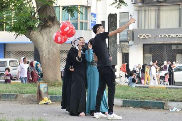 فرحة المصريون بالعيد تتحدى كورونا - اتفرج بالصور