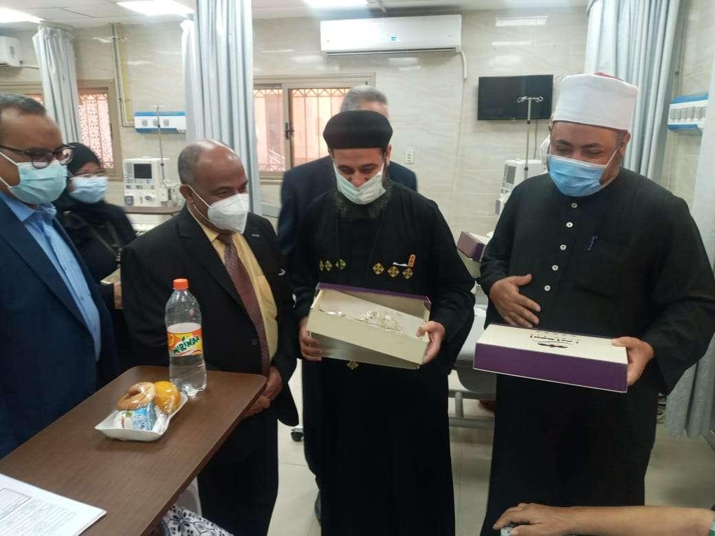 قيادات المجتمعي المدني بأسوان تزور المستشفى الجامعي ل