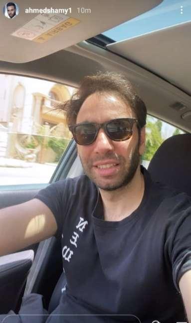 من داخل سيارته .. احمد الشامي يثير اعجاب متابعيه