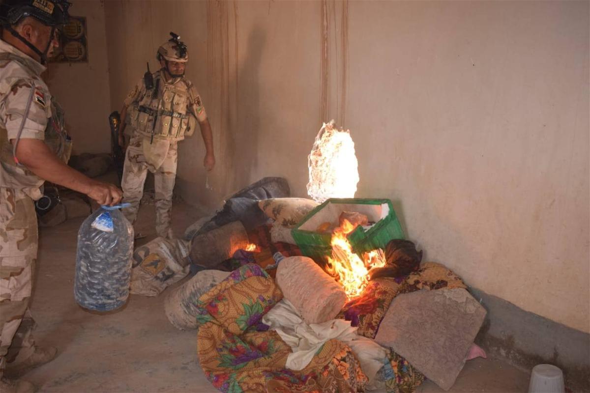 حرق مخبأ لداعش