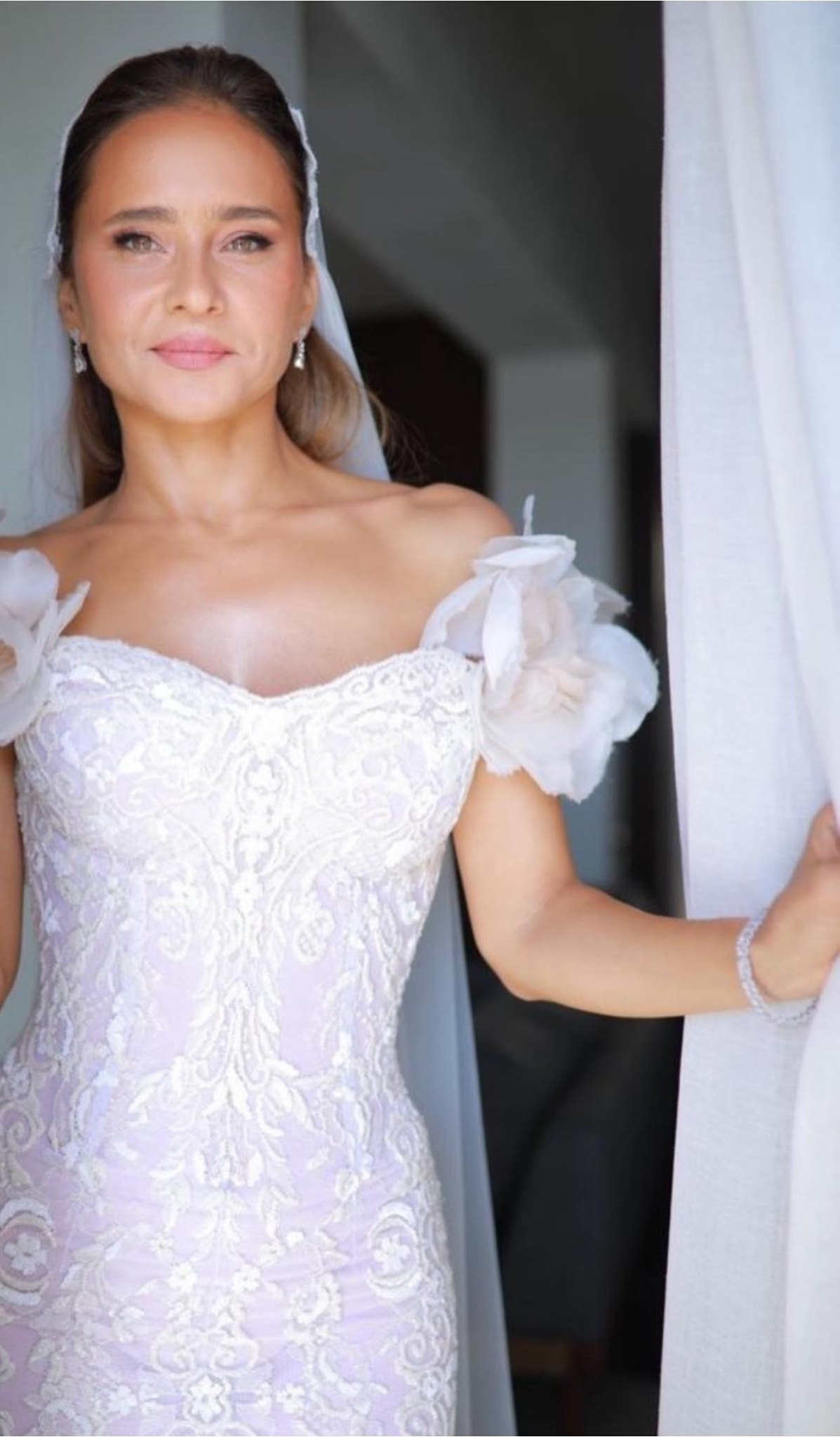 السوشيال ميديا فرحانة بالعروسة القمر نيللي كريم.. شوف بنفسك