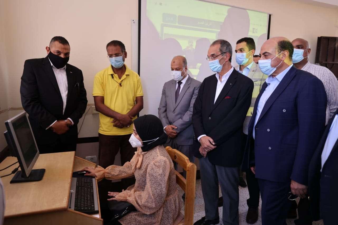 وزير الاتصالات: انترنت فائق السرعة لـ ٢١ مدرسة تربية خاصة في أسوان