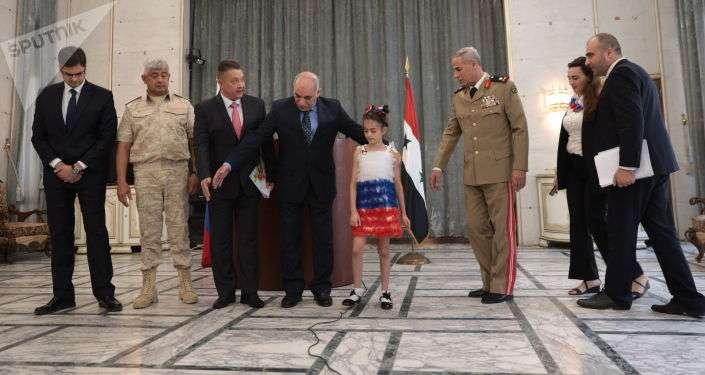 الريس أبو علي بوتين يرد علي طفله سورية - شاهد