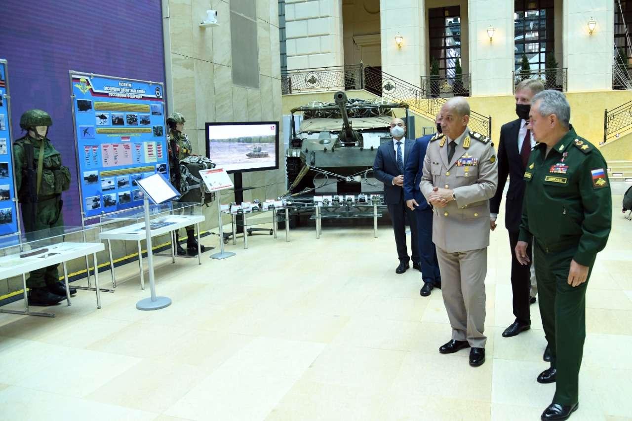 الفريق أول محمد زكي يعود إلى أرض الوطن بعد زيارته لـ«روسيا الاتحادية»