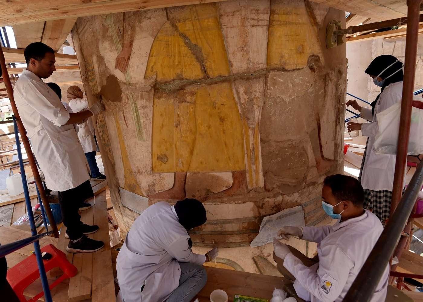 """صور أعمال ترميم معبد الكرنك : """"مدبولي"""" إيده في إيد الشباب"""