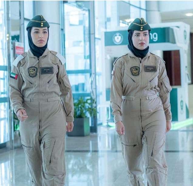 طياران من العنصر النسائي بشرطة دبي تباشران مهامهما بمركز الجناح الجوي