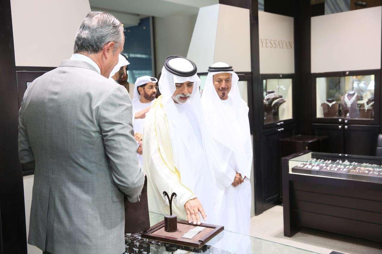 ياهانم روحي دبي لمشاهدة معرض المجوهرات والساعات: خدي جوزك معاكي