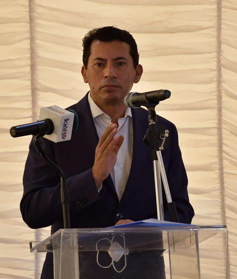 أشرف صبحي يطلق شعلة بطولة الجمهورية للشركات الـ ٥٤