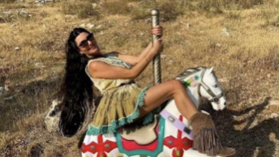 لاميتا فرنجية تحقق فوزها الثاني على صافيناز وهي مع الحصان : اتفرج