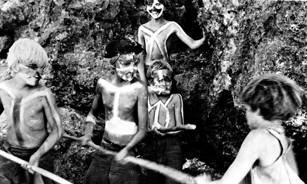 حكاية الفتيان الـ6 العالقين في جزيرة مهجورة لمدة 15 شهرًا