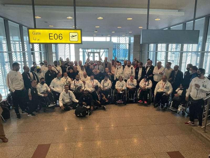 أشرف صبحي يستقبل البعثة المصرية البارالمبية بمطار القاهرة
