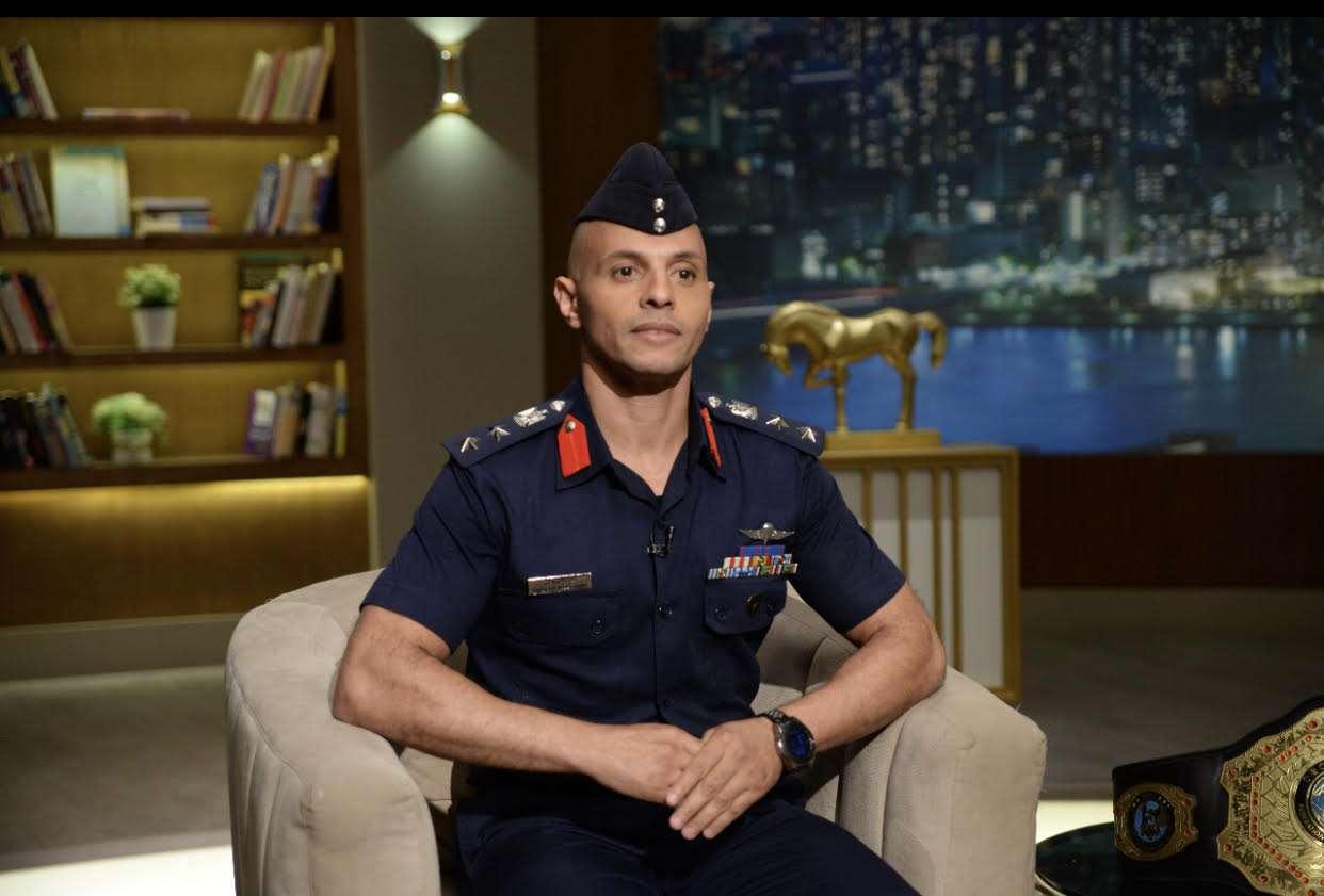 العقيد محمد ابو ستيت بطل العالم في الكيك بوكسينج على قناة الحياة