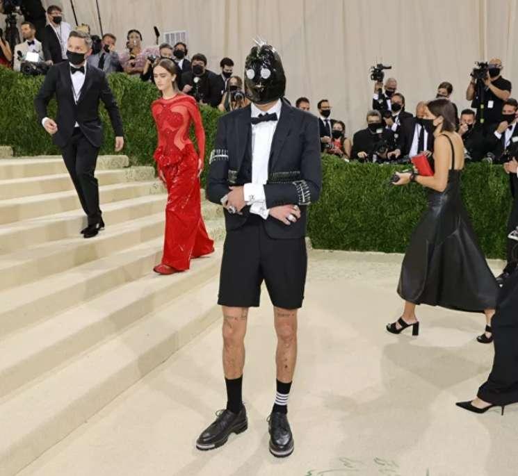 """بالصور.. حفل """"ميت غالا 2021"""" تثير الجدل بأكثر الأزياء إثارة وغرابة"""